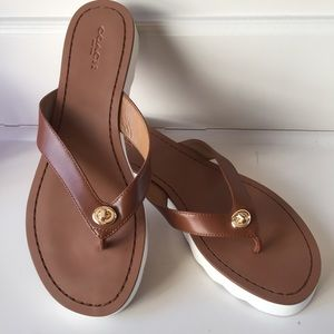 NEW Coach Turnlock Leather Thong Flip Flops 8.5